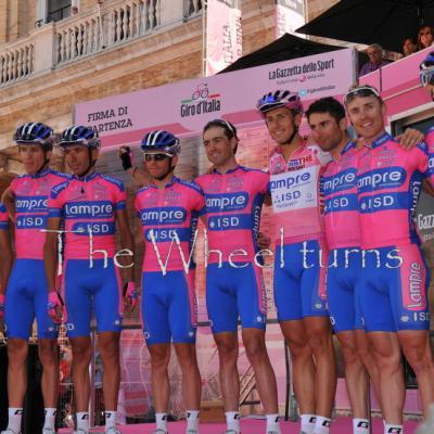Giro 2012 Stage 7 start by Valérie Herbin (21)